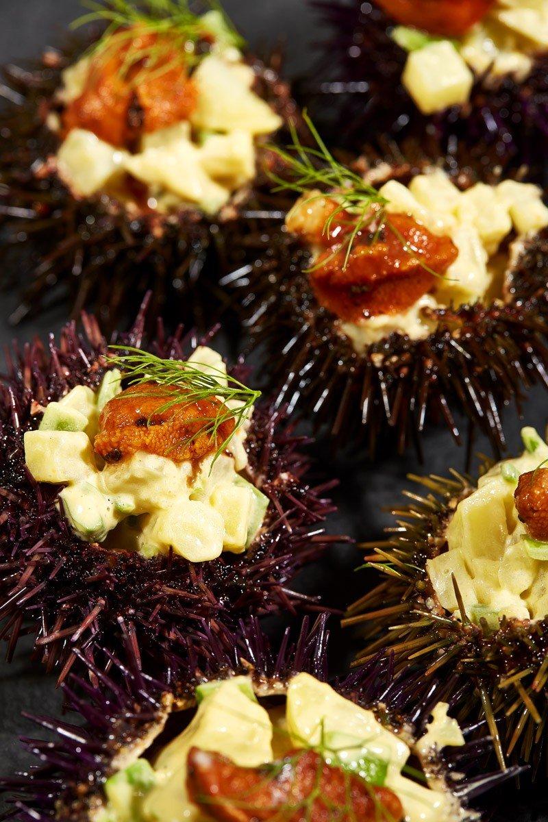 Ouriços-do-mar recheados com salada de batata